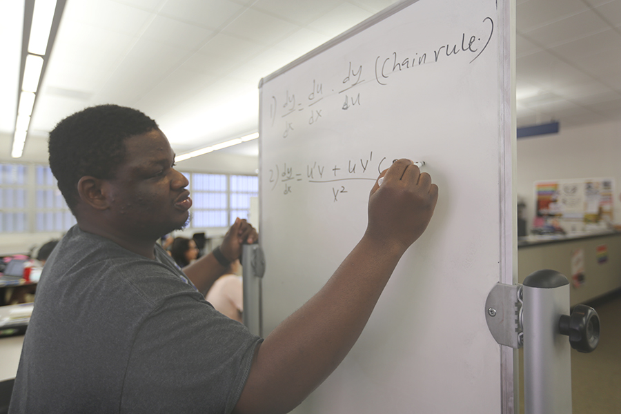 Robert+Clinton+%2F+The+Advocate%0AComet+lineman+and+calculus+tutor+Barnabus+Jime+solves+a+calculus+equation+with+other+Comet+football+players+during+a+tutoring+session+in+the+College+Skills+Center+on+Monday.+
