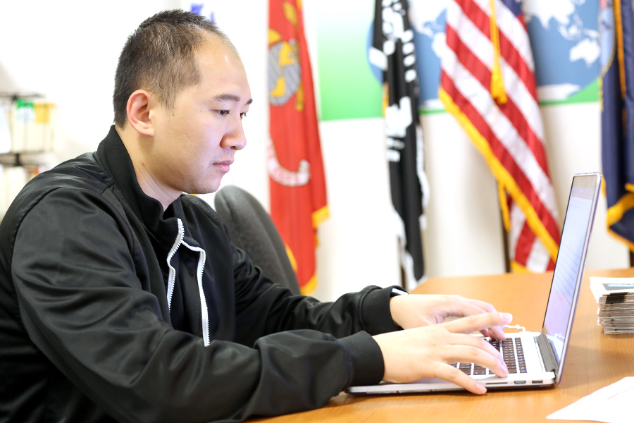 Navy+Veteran+and+computer+science+major+Gordon+Su+writes+a+per+on+his+laptop+in+the+Veterans+Resources+Center+in+SA-101+on+Monday.