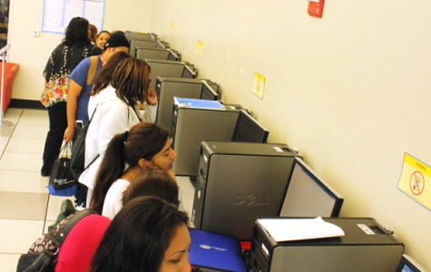 Students sign up for classes in the newly installed Welcome/Transfer Center in the Student Services Center on Aug. 28.