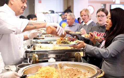 Thanksgiving lunch buffet provides traditional food