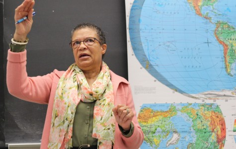 African- American studies department Chairperson Carolyn Hodge lectures during her History of African Americans in the U.S. class in LA-103 on Thursday. Hodge had a supplemental role in remodeling Contra Costa College's African-American studies program almost 16 years ago when she was first hired.