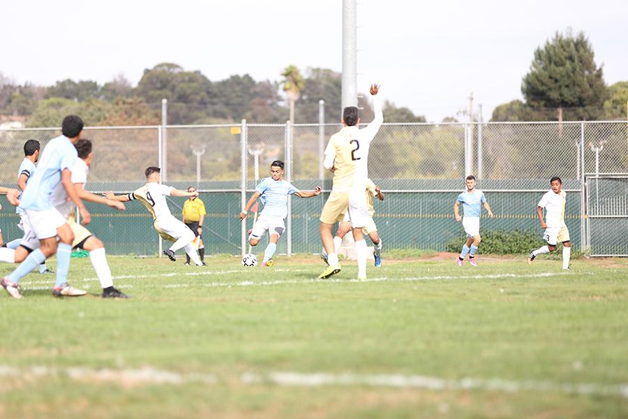Comet midfielder Jorge Avina takes a shot during CCC's 3-0 win against Skyline College on Sept. 15.
