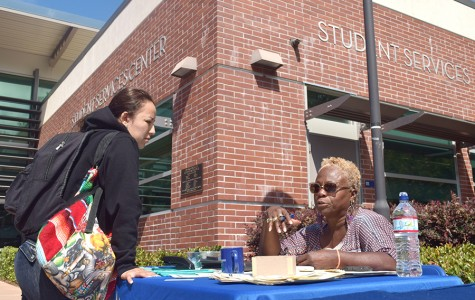 Constitution Day booths struggle to garner attention