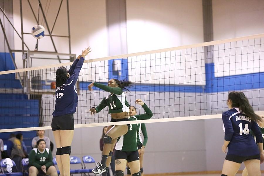Volleyball+struggles+with+momentum%2C+unable+to+restrain+Laney