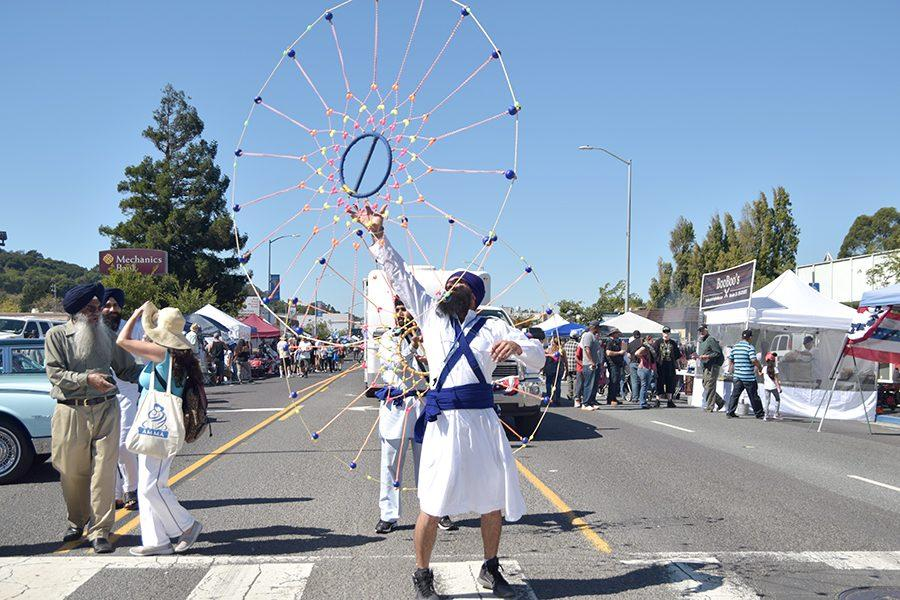Members+of+the+The+Sikh+Center+of+El+Sobrante+perform+a+traditional+dance+during+the+El+Sobrante+Stroll+on+Sunday.