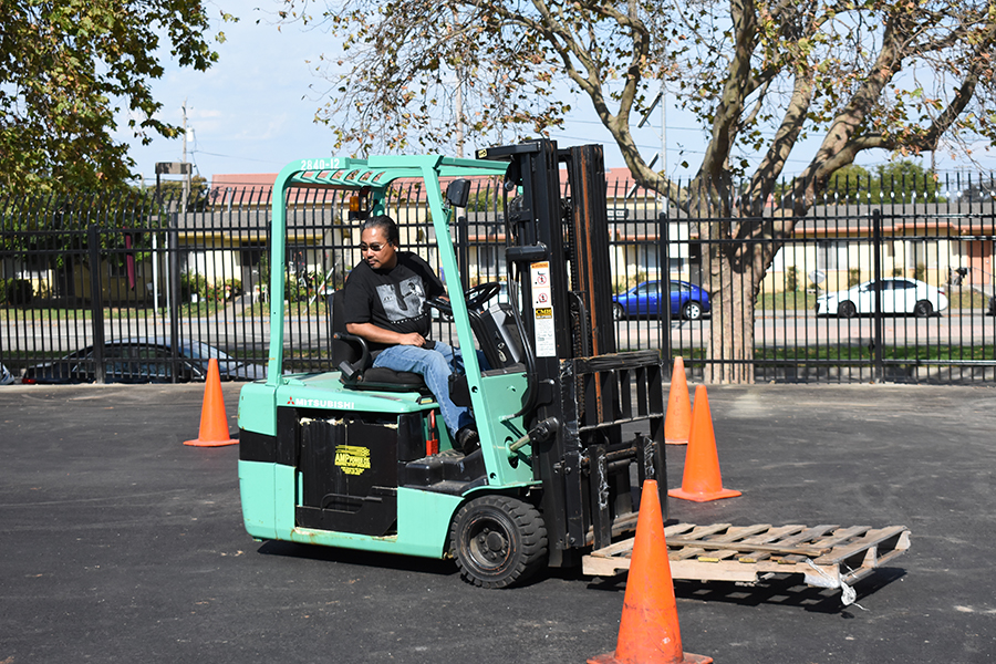 Ed+Aquinde+drives+a+forklift+operations+class+on+the+Tennis+Courts+for+part+of+the+forklift+logistics+operations+warehouse+program.