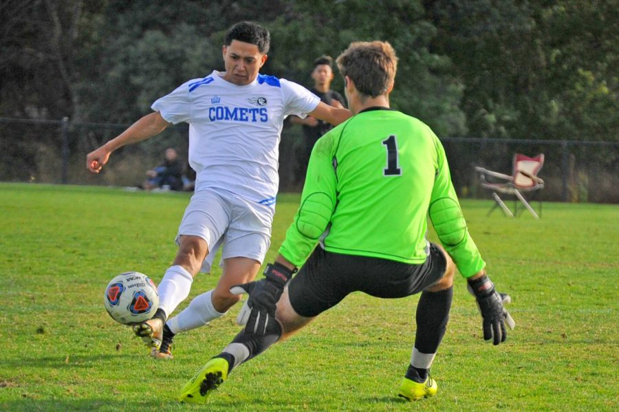 Team sinks Mariners in rout