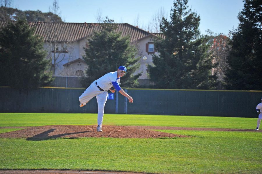 Comet+Jake+Dent+pitches+during+Contra+Costa+College%E2%80%99s+9-0+shutout+loss+against+De+Anza+College+Saturday+on+the+Baseball+Field.
