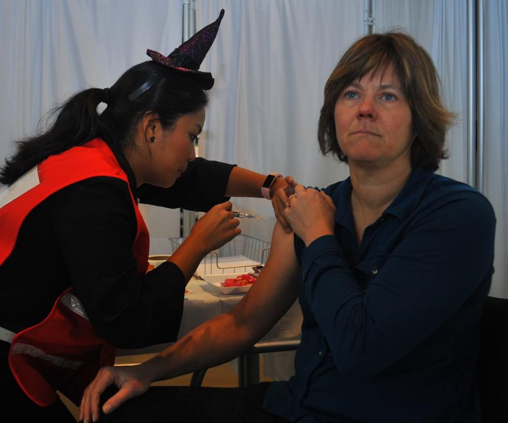Registered Nurse Ileen Quimora gives biotechnology professor Katherine Krolikowski a flu shot at the Contra Costa County Health Department's flu vaccine clinic in Fireside Hall on Oct. 30.