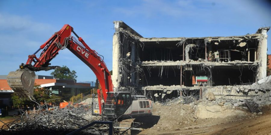 Central+Valley+Environmental+continues+demolishing+the+Liberal+Arts+Building+on+Oct.+24.+The+demolition+process+should+finish+and+the+construction+process+begins+August+2019.