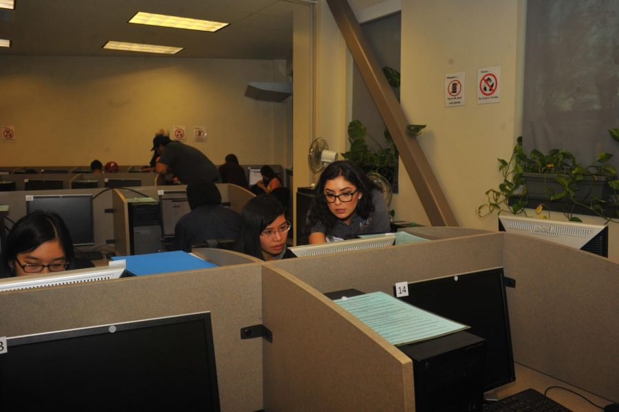 Financial+Aid+Supervisor+Monica+Rodriguez+%28right%29+helps+a+student+fill+out+an+application+for+financial+aid+during+the+Cash+for+College+workshop+at+the+Career%2FTransfer+Center.