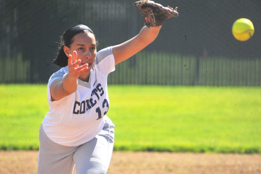 Comet+pitcher+Larissa+Carvalho+launches+a+pitch+during+the+top+of+the+fourth+inning+in+Thursday%E2%80%99s+15-2+loss+against+Yuba+College+at+the+Softball+Field.